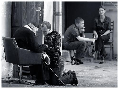 01-polish-priest-in-kiev-confession