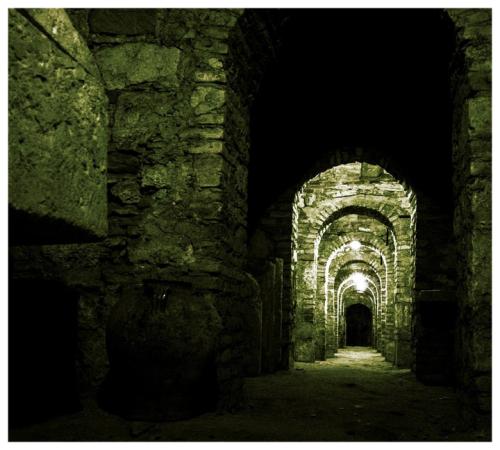 Light-building-tunnel-arch-cave-castle-1000199-pxhere.com